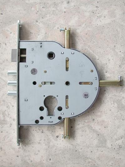 trezorovy zamok mul-t-lock-235